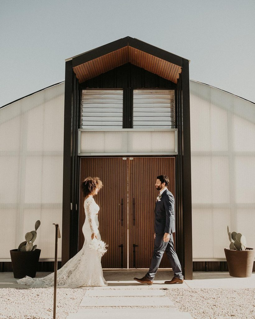 """The only time our extra selves will agree to """"less is more"""" is in this modern boho minimalist wedding inspo?"""