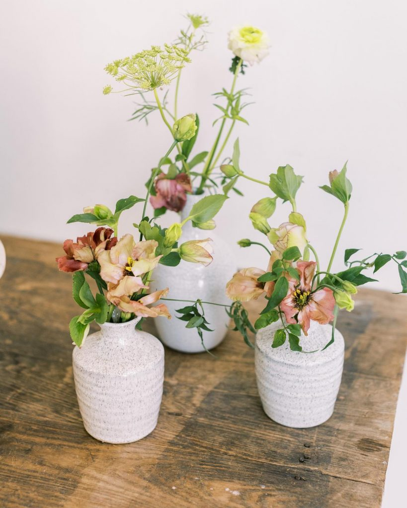 Happy Monday! This calming summer wedding inspiration is easy breezy at theivoryoak! This Texas Hill Country wedding inspo is perfect